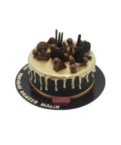chocolate cake by bakisto - the cake company